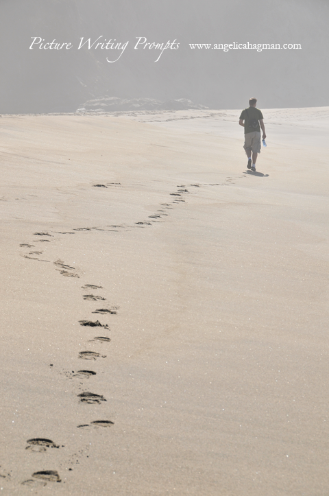 PictureWritingPrompt-footprints